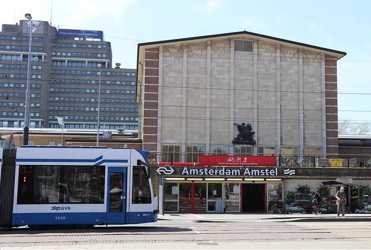 Buying Amsterdam tram and bus tickets