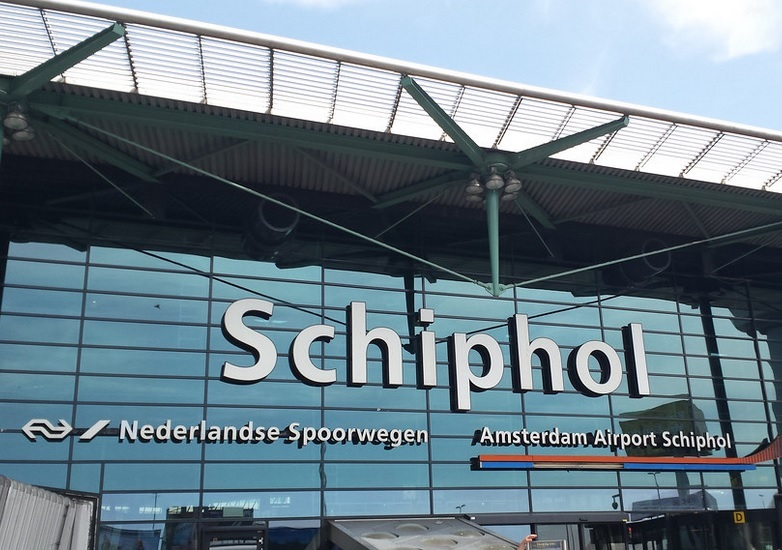 Does Amsterdam airport have hotels?