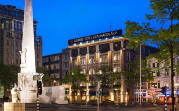 hotel close to Dam Square