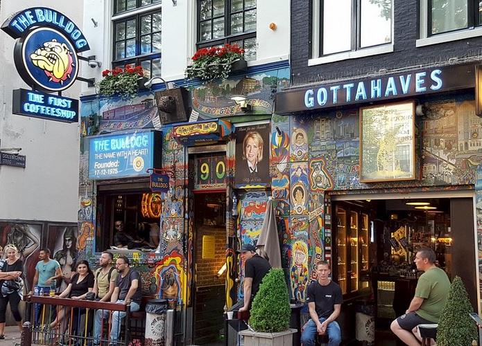 Visitare un negozio di Amsterdam