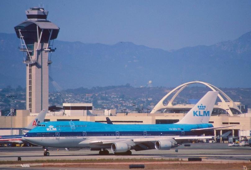 ¿Cuáles son las aerolíneas disponibles para LAX a Amsterdam?